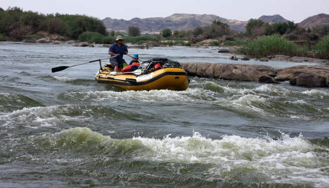 Jacques Holtzhausen and family entering the last rapid just before Raap-en-Skraap.